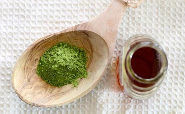 Sự kết hợp giữa mật ong và trà xanh tạo nên nguyên liệu trị quầng thâm mắt cực kỳ hiệu quả