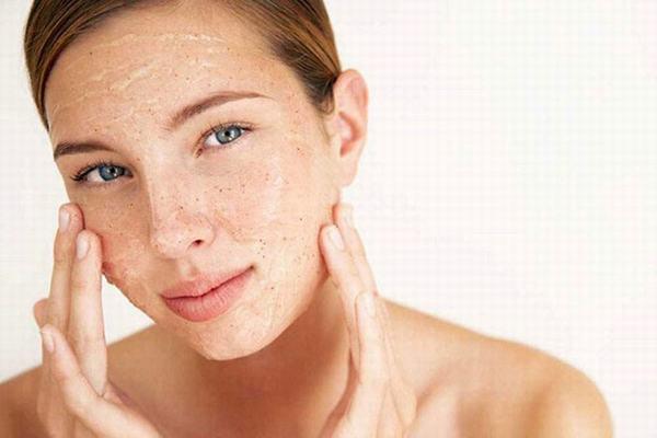 Vì vậy bạn cần tẩy da chết tuần 2-3 lần phụ thuộc vào độ khỏe của da bạn