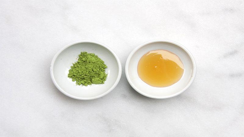 Bạn nên thực hiện trị thâm nách với bột trà xanh và mật ong khoảng 2 – 3 lần/tuần