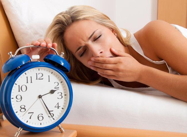 Mắt thâm quầng là một dấu hiệu đình công của đôi mắt khi không được nghỉ ngơi đầy đủ.