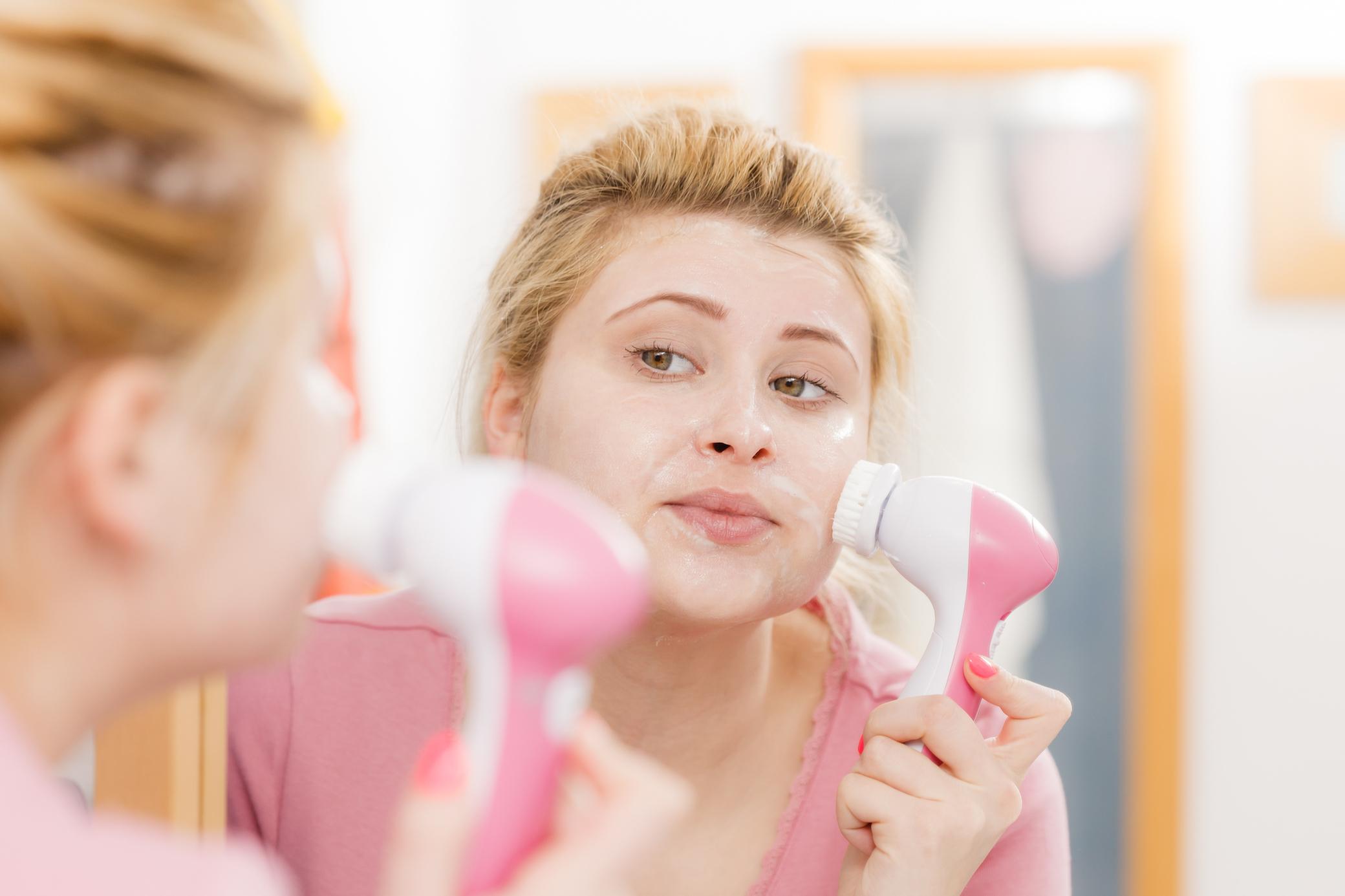 Không những hỗ trợ đánh bay các vết thâm mụn, các loại máy rửa mặt massage hiện nay còn cải thiện nhiều vấn đề trên da.