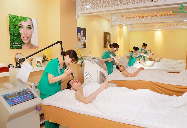 Giải quyết những vấn đề nghiêm trọng da đang gặp phải là một bước quan trọng nằm trong 10 bước chăm sóc da