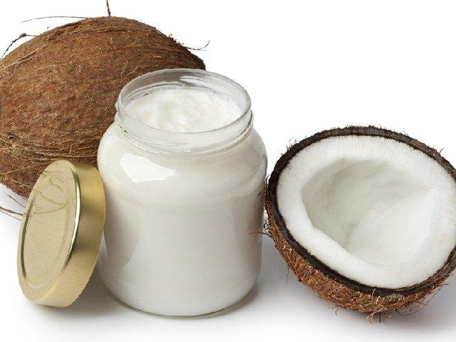 Cách tẩy da chết toàn thân tại nhà bằng dầu dừa và muối biển sẽ giúp chị em loại bỏ da chết một cách