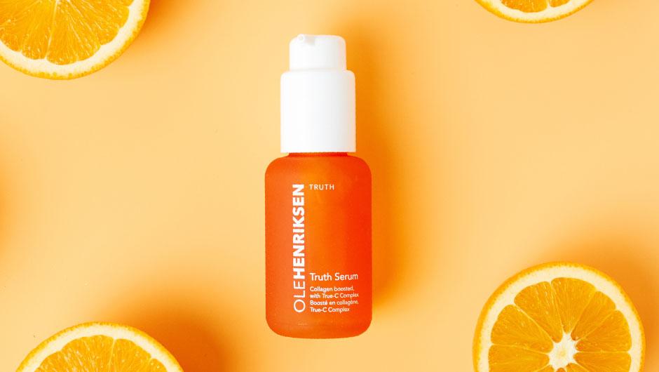Chai serum có màu cam hấp dẫn này được chiết xuất từ các nguyên liệu tự nhiên như cam, bưởi, trà xanh... có khả năng trị thâm nám tàn nhang rất tốt