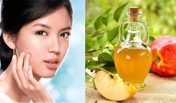 Kết hợp dấm táo với vitamin C sẽ giúp đánh bay nốt ruồi hiệu quả