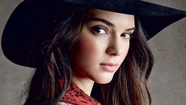Thói quen rửa mặt sạch sẽ được Kendall Jenner và rất nhiều chuyên gia khác khuyên chúng ta áp dụng.