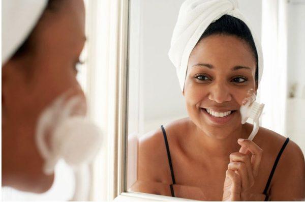 Tẩy da chết giúp da thẩm thấu trọn vẹn dưỡng chất từ các sản phẩm làm đẹp da khác.
