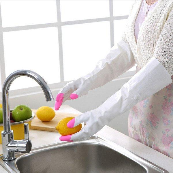 Rửa bát hay giặt giũ... công việc nào dường như cũng cần sự linh hoạt của đôi bàn tay.