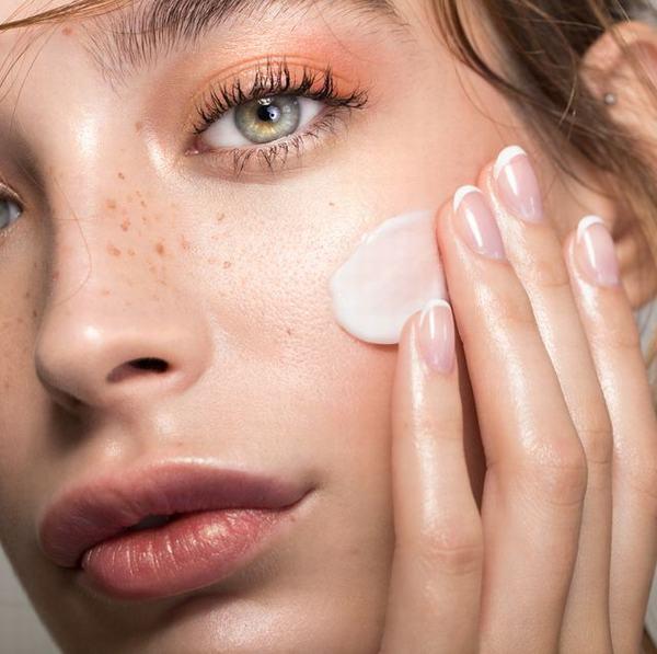 Ai cũng mong muốn dưỡng da tự nhiên để có làn da sáng khỏe tự nhiên nhất.