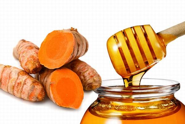 Ngoài sữa tươi thì mật ong khi kết hợp với nghệ cũng giúp trị sẹo hiệu quả