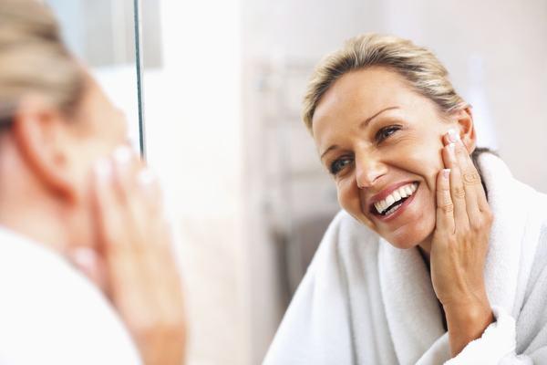 Dưỡng da đầy đủ vào buổi sáng sẽ tạo được lớp bảo vệ, ngăn ngừa mọi thiệt hại mà môi trường xung quanh mang tới cho da.