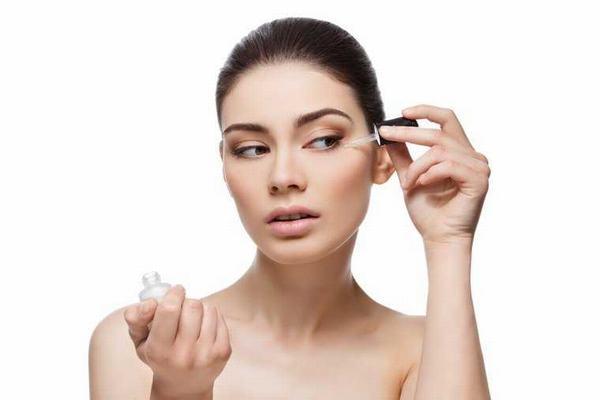 Có nhiều loại serum được sản xuất để điều trị từng vấn đề về da khác nhau.