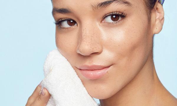 Cách chăm sóc da mịn màng nên được áp dụng càng sớm càng tốt.