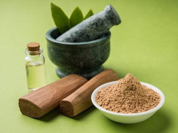 Bột gỗ đàn hương là nguyên liệu làm đẹp đặc biệt và hiệu quả.