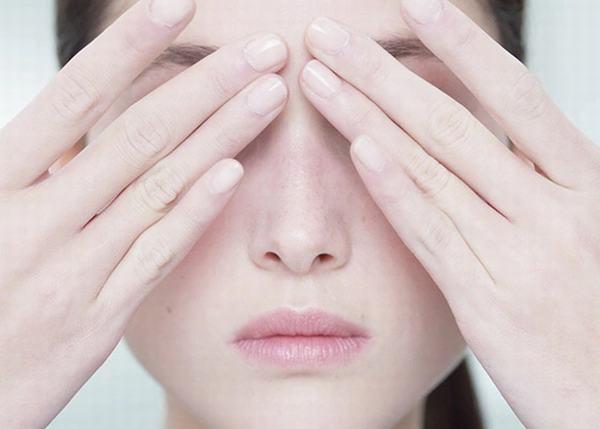 Một đôi tay trắng trẻo, nuột nà chắc chắn sẽ giúp bạn ghi điểm tối đa trong mắt các chàng trai.