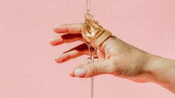 Hãy tận dụng serum da mặt để chăm sóc da tay chân khi bạn thấy cần.