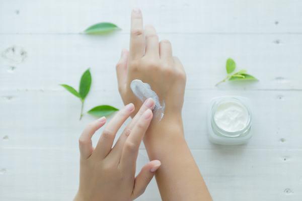Nếu như được chăm sóc đặc biệt, da tay chắc chắn sẽ không còn thô ráp, chai sần.