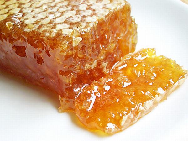 Khi kết hợp với mật ong sẽ phát huy được tác dụng của Vitamin e trị sẹo
