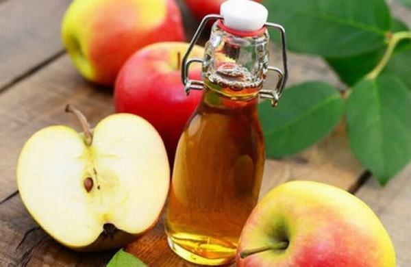 Với khả năng tẩy mạnh, giấm táo là nguyên liệu thích hợp để trị sẹo lồi