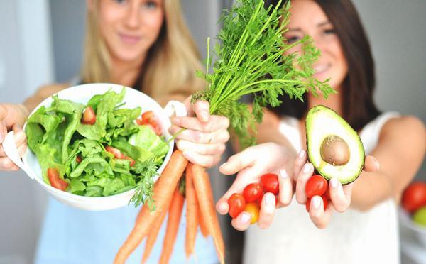 Cách để làm trắng da từ thực phẩm hàng ngày nằm ở việc tìm được sự cân bằng phù hợp.