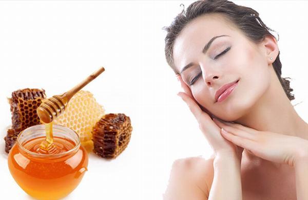 Mật ong có khả năng trị mụn và làm dịu da nên rất hiệu quả trong việc điều trị nốt ruồi