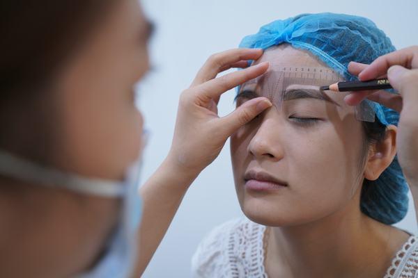 Thu Cúc là địa chỉ điêu khắc lông mày đẹp ở Hà Nội với công nghệ hiện đại và một quy trình bài bản.