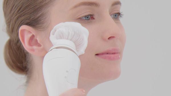 Tẩy da chết vật lý phù hợp với nhiều loại da, trừ da nhạy cảm.