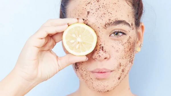 Có nhiều nguyên liệu tự nhiên giúp bạn tẩy da chết thành công.