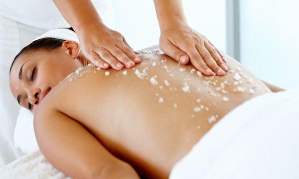 Tẩy da chết toàn thân cũng là một cách để bạn có được khoảng thư giãn riêng tư.