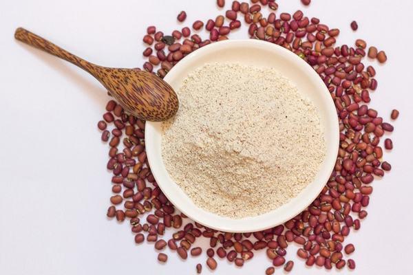 Với công thức từ đậu đỏ bạn nên duy trì thực hiện để làn da sáng hồng tự nhiên