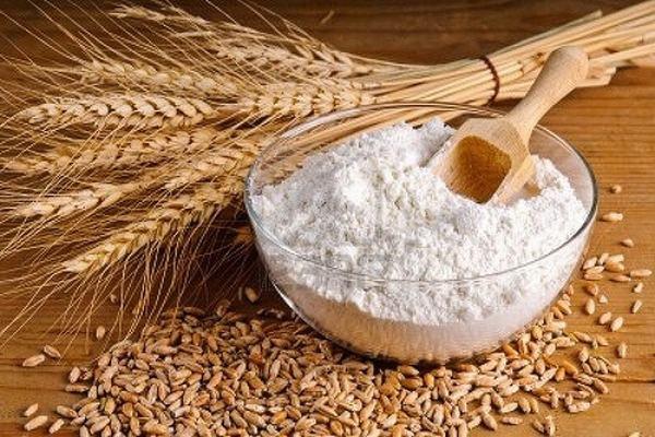 Cám gạo khi kết hợp với chanh tươi sẽ cho ra công thức trắng da, sạch mụn như ý muốn